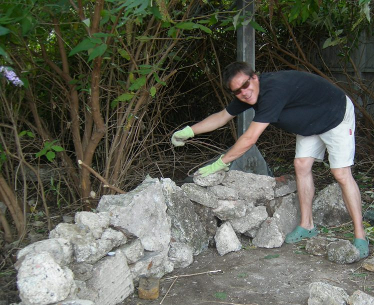 Matt da Catt creates Red Cross Mary's rockery at Crossbones, 2008. Photo (c) Katy Nicholls