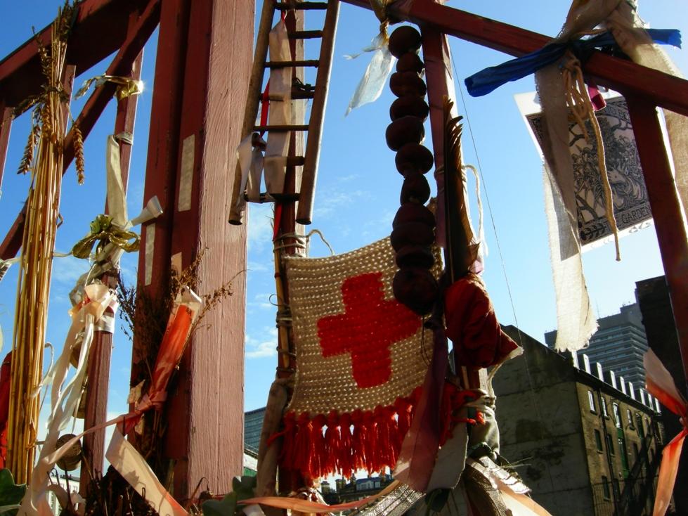 Cross Bones Memorial Gates - shrine (resized)